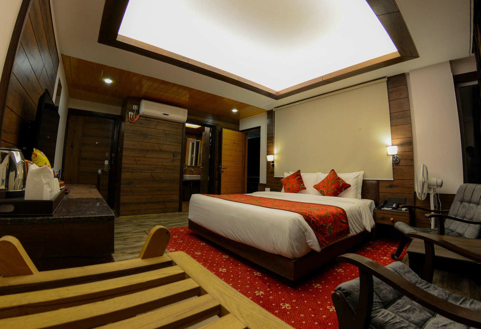 deluxebalcony-hotel-rosewood-gulmarg